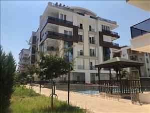آپارتمان فروشی دو خوابه در آنتالیا با منظره استخر
