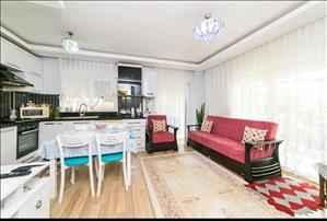 فروش خانه سه خوابه در آنتالیا منطقه لارا گوزل اوبا با استخر رو باز